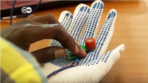 Handschuh mit Ultraschallsensoren erkennt Brustkrebs.