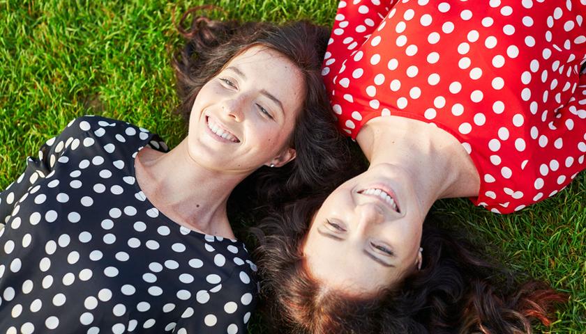 Krebs bei Zwillingen: Erkrankt der eine, trifft es oft auch den anderen